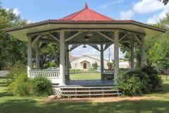Historische muziektent dichtbij het Gillespie-Gerechtsgebouw van de Provincie Stock Foto