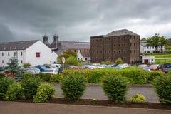 Historische Oude Bushmills-Distilleerderij in Noord-Ierland stock foto's
