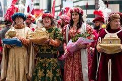 Historische Parade in Florenz, mit Extrakosten in den fleischigen Kostümen Lizenzfreies Stockbild