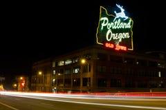 Historische Portland-alte Stadtzeichen-Leuchte-Spuren Lizenzfreie Stockfotos