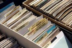 Historische Postkarten an einem Ramschverkauf Stockfotografie