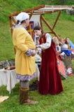 Historische Rekonstruktion von mittelalterlichen bulgarischen Kostümen Lizenzfreies Stockfoto