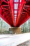 Historische rote Eisenbahnbrücke in Bratislava stockbilder