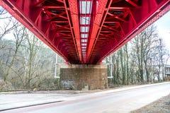 Historische rote Eisenbahnbrücke in Bratislava lizenzfreies stockbild