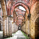 Historische ruïnes van een verlaten abdij Stock Afbeelding