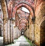 Historische Ruinen einer verlassenen Abtei Stockbild