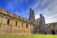 Historische ruïnes van Middeleeuwse Abdij Stock Afbeeldingen