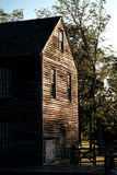 Historische Sägemühlen-hölzernes Gebäude im alten Dorf Stockfotos