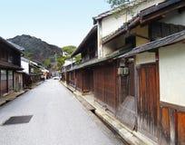 Historische Shinmachi-Straße und Berg Hachinaman, Omi-Hachiman, Ja Lizenzfreies Stockfoto