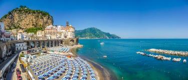 Historische stad van Atrani, Amalfi Kust, Campania, Italië stock afbeeldingen