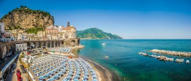 Historische stad van Atrani, Amalfi Kust, Campania, Italië stock afbeelding