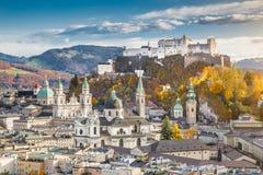 Historische stad van Salzburg in daling, Oostenrijk Stock Foto's