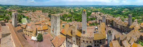 Historische stad van San Gimignano met Toscaans platteland, Toscanië, Italië Stock Foto