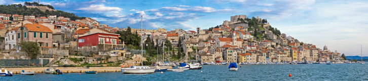 Historische stad van Sibenik-het panorama van de waterkant Stock Fotografie
