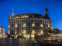 Historische Stadt Hall At Night Panorama, Aachen Lizenzfreie Stockbilder