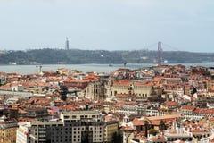 Historische Stadt Lissabons und 25. von April Bridge Panorama, Portugal Stockfoto