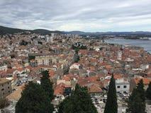 Historische Stadt Sibenik stockfotos