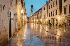 Historische Stadt von Dubrovnik in der Dämmerung, Dalmatien, Kroatien stockfoto