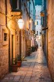 Historische Stadt von Dubrovnik in der D?mmerung, Dalmatien, Kroatien stockfotos