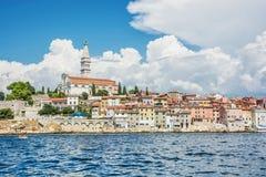 Historische Stadt von Rovinj mit Kirche von St. Euphemia, Istria, Kundenberaterin Stockbild