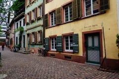 Historische Straße in Freiburg, Deutschland Lizenzfreies Stockbild