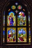 Historische Szenen auf einem wtained Fenster Stockbild