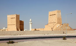 Historische Türme in Doha, Katar stockbild
