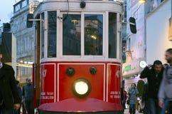 Historische Tram auf Istiklal-Allee Lizenzfreie Stockfotografie