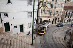 Historische Tram 28 in Lissabon Stockfoto