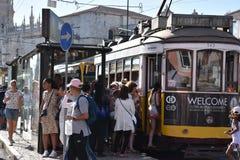 Historische Tram 28 in Lissabon Lizenzfreie Stockfotografie