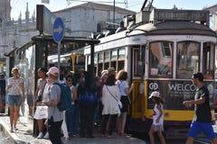 Historische Tram 28 in Lissabon Stockfotografie