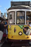 Historische Tram 28 in Lissabon, Portugal Lizenzfreie Stockfotografie