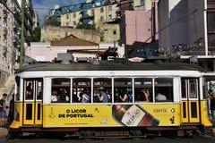 Historische Tram 28 in Lissabon, Portugal Stockbilder