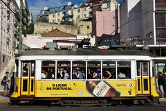 Historische Tram 28 in Lissabon, Portugal Lizenzfreies Stockbild