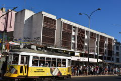 Historische Tram 28 in Lissabon, Portugal Stockfotografie