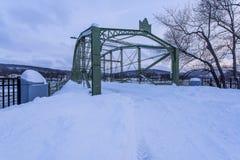 Historische und wieder hergestellte Brücke nach Major Snowstorm - Binghamton, New York Stockbild