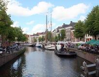 Historische varende schepen en openluchtterras Royalty-vrije Stock Foto