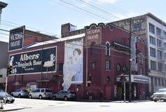 Historische Victoria Theater mit Geistzeichen lizenzfreies stockfoto