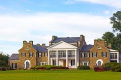 Historische Villa Glenview mit formalen Gärten bei Sonnenuntergang Stockfoto