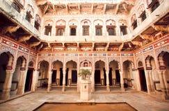 Historische Villa Havely mit geschnitzten Wänden Stockbild
