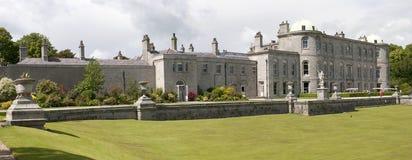 Historische Villa und Terrasse Stockfotos