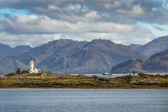 Historische Vuurtoren bij Eiland van Skye, Schotland, het UK stock fotografie