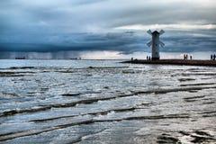 Historische Vuurtorenwindmolen Stawa Mlyny, Swinoujscie, Polen Stock Afbeeldingen