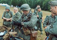 Historische wederopbouw tweede wereldoorlog De Duitse militairen zijn Royalty-vrije Stock Foto's