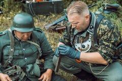 Historische wederopbouw tweede wereldoorlog Duitse militairen insp Stock Fotografie