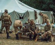 Historische wederopbouw tweede wereldoorlog Een ploeg van militairen Royalty-vrije Stock Afbeeldingen