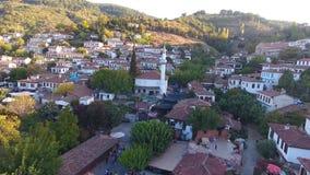 Historische weiße Häuser, Sirince-Dorf, Izmir die Türkei Vogelperspektivebrummenschuß stock footage