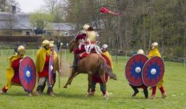 Historische Wiederinkraftsetzung von Roman Cavalry- und Infanteriesoldaten bei Northumberland, im Mai 2012 Stockfotografie