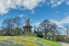 Historische Windmühle in einem Park Lizenzfreie Stockfotografie