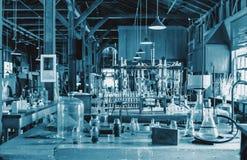 Historische zaal met technisch materiaal, gekleurd blauw met een sterk technisch lawaai Geschikt als technisch basisbeeld Stock Foto's